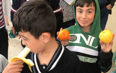 Refugee Yezidi kids are happy about fruit and school